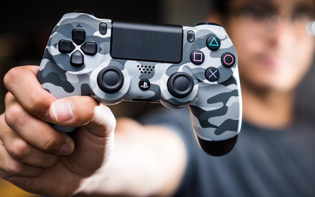 Новый Dualshock 4 покажут вместе с PS4 Neo
