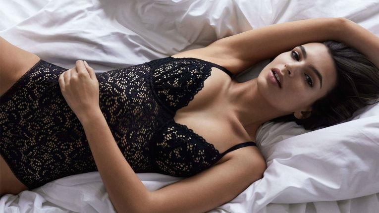 Эмили Ратаковски - горячее видео для DKNY Lingerie