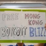 Blizzard забанила на полгода команду по Hearthstone за табличку в поддержу гонконгских протестов