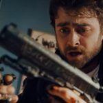 Что будет, если разработчику игр прибить к рукам пистолеты? Дэниэл Рэдклифф в трейлере боевика «Безумный Майлз»