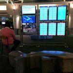 Мужчина взломал экран в аэропорте, чтобы поиграть в PS4
