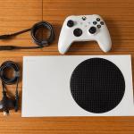 Самая маленькая консоль нового поколения: Смотрим видео с распаковкой Xbox Series S