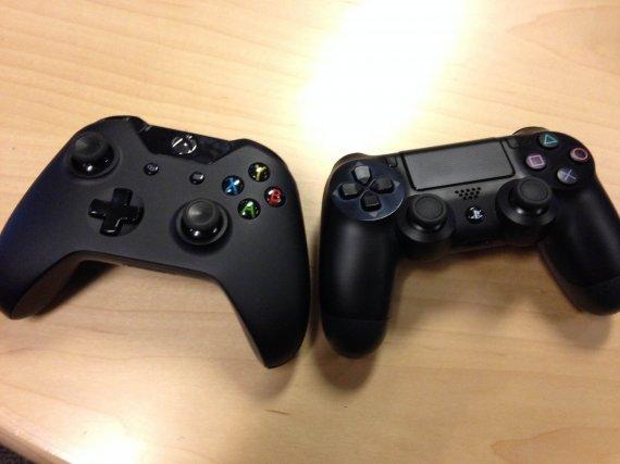 Фотосессия контроллеров Xbox One и PlayStation 4